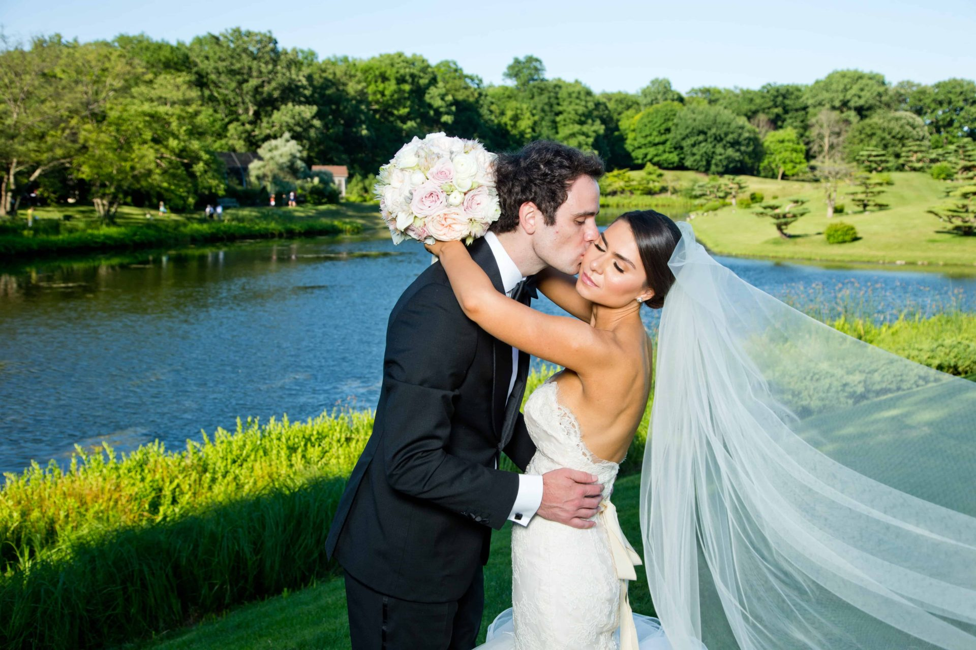 Summer wedding at Chicago Botanic Gardens